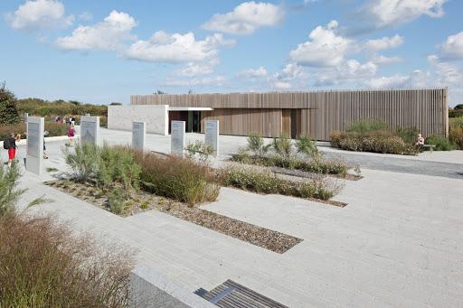 Une image contenant ciel, extérieur, herbe, bâtiment  Description générée automatiquement