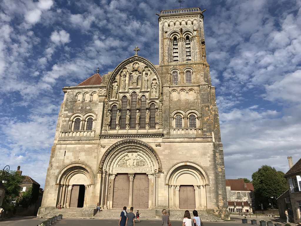 Une image contenant extérieur, ciel, église, bâtiment  Description générée automatiquement