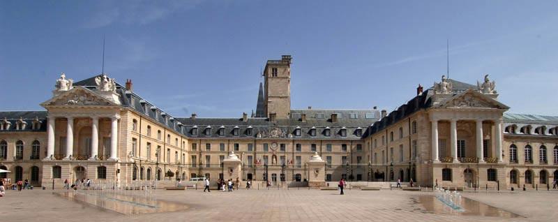 Une image contenant bâtiment, ciel, extérieur, rue  Description générée automatiquement