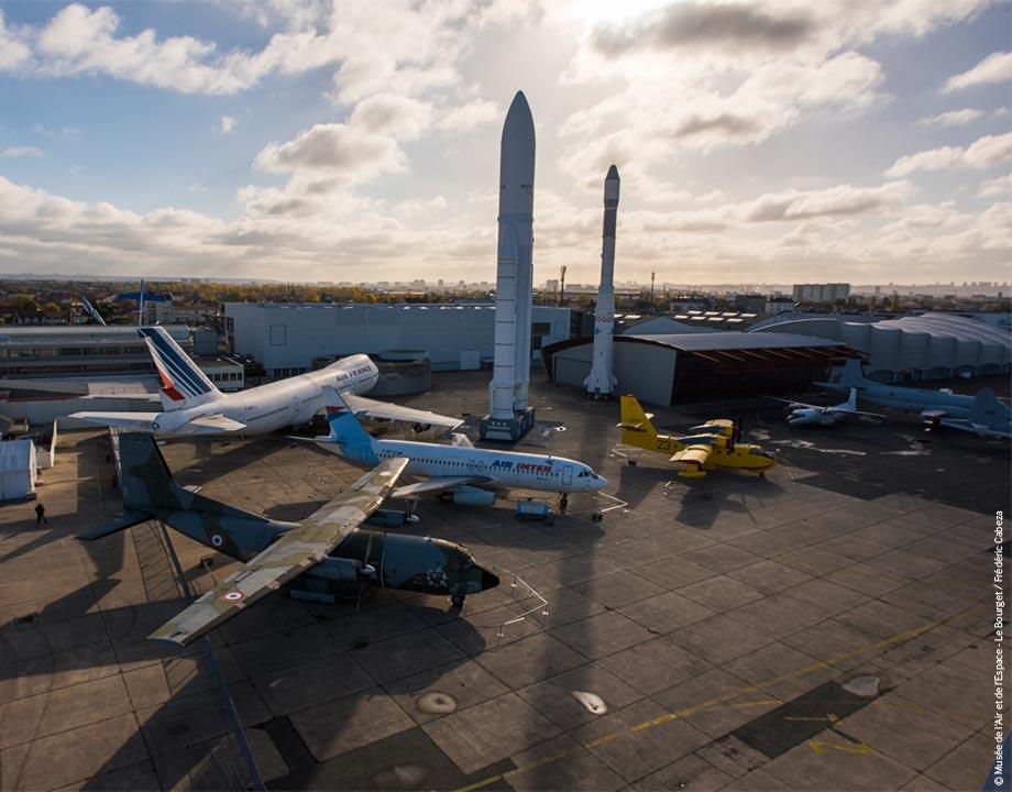Une image contenant ciel, extérieur, terrain, plane  Description générée automatiquement