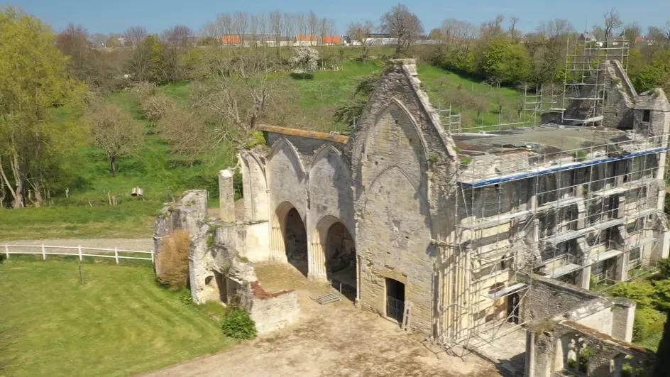 Travaux de l'abbaye Sainte-Marie de Longues-sur-Mer.